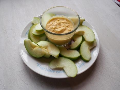 Appel met appelsien en cashew dipsaus