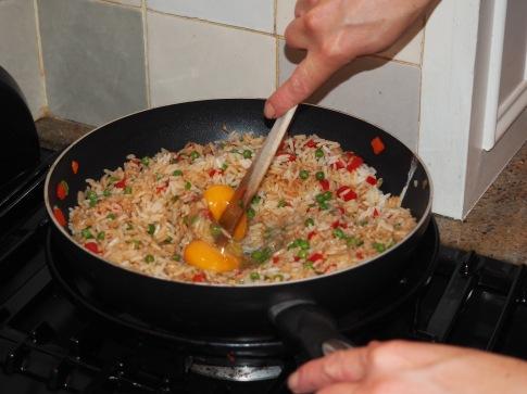 Gebakken rijst, de eieren