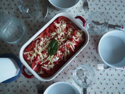 Macaroni Cheese met spinazie, tonijn en tomaat