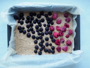 Snack of almond, oats and berries