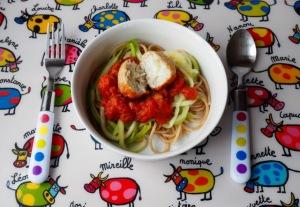 Kippenballetjes in tomatensaus