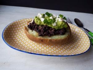 Jacket potato with black beans