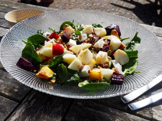 Salade met zoete aardappel en rode biet